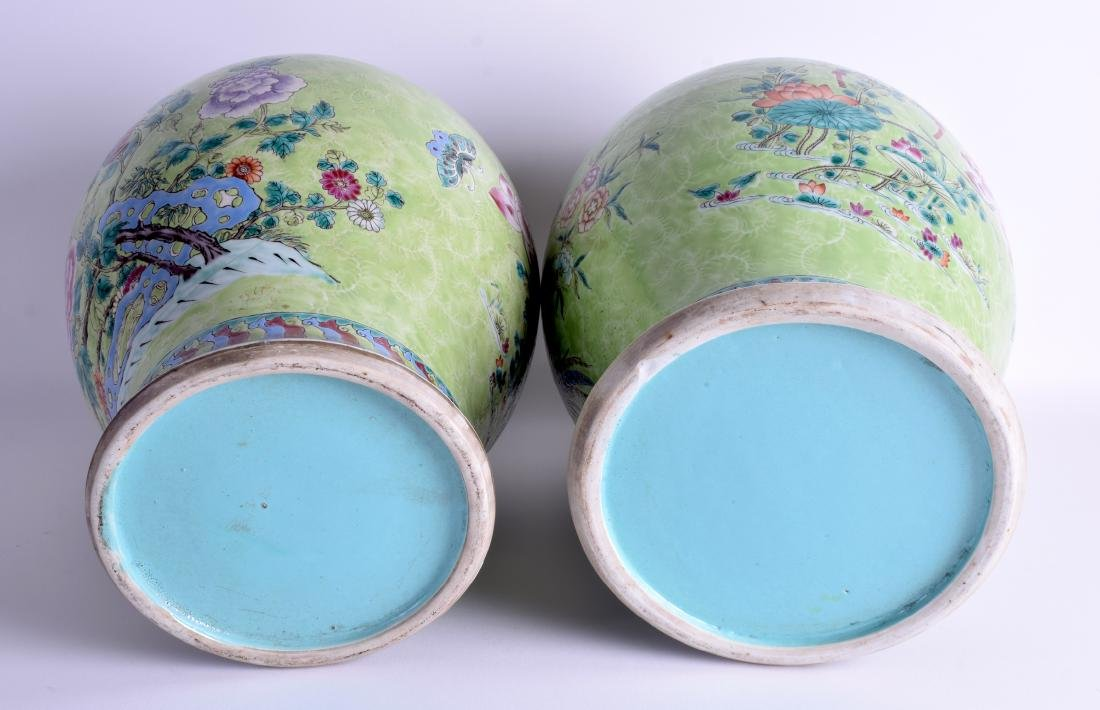 A GOOD PAIR OF 19TH CENTURY CHINESE FAMILLE ROSE VASES - 5
