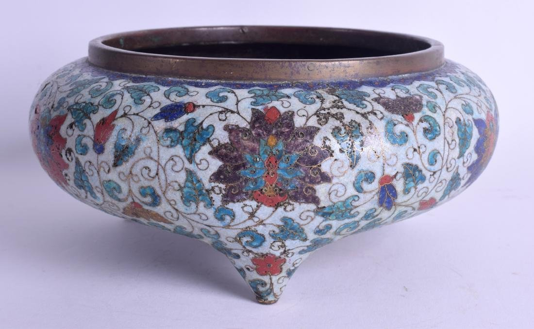 A LARGE 18TH/19TH CENTURY CHINESE CLOISONNE ENAMEL