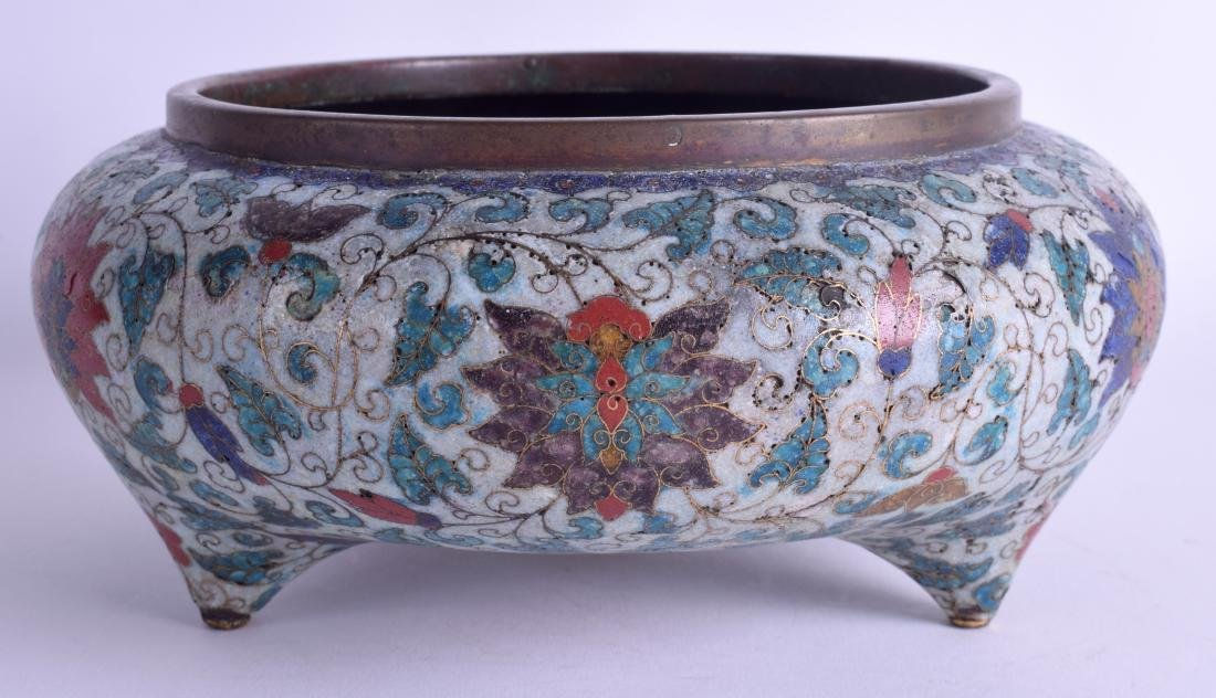 A LARGE 18TH/19TH CENTURY CHINESE CLOISONNE ENAMEL - 2