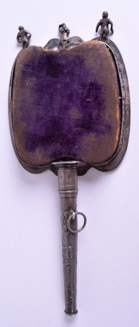 AN EARLY 20TH CENTURY INDIAN SILVER HAND MIRROR. 18 cm