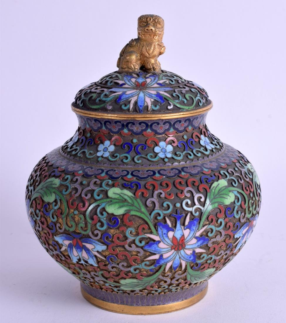AN EARLY 20TH CENTURY CHINESE CLOISONNE ENAMEL JAR AND