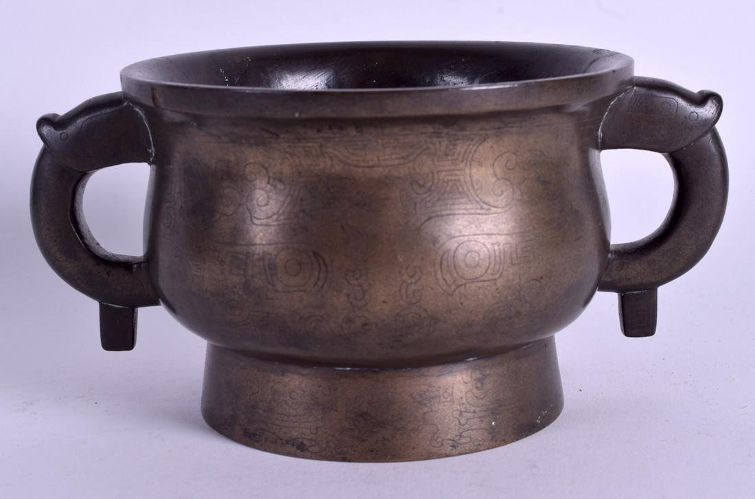 AN 18TH/19TH CENTURY CHINESE TWIN HANDLED BRONZE CENSER