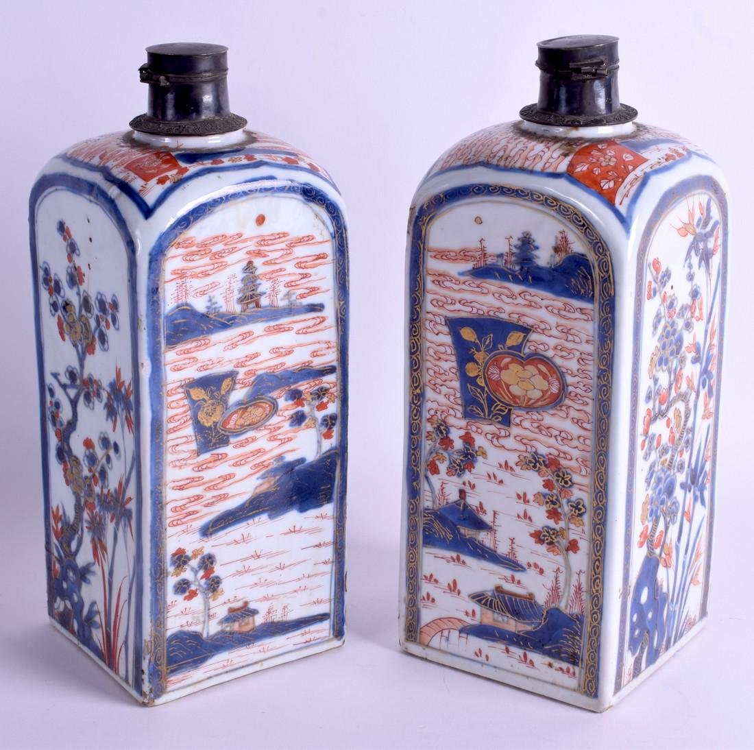 A PAIR OF EARLY 18TH CENTURY CHINESE IMARI PORCELAIN