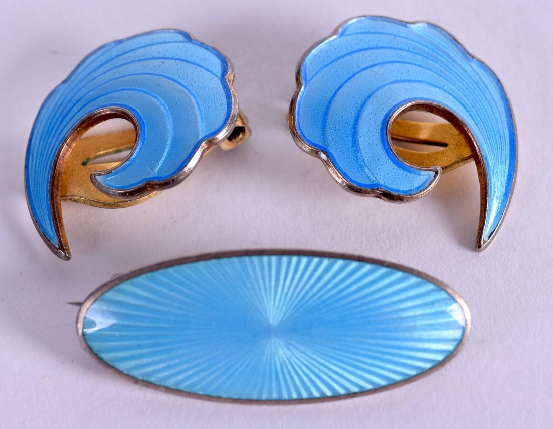 A PAIR OF VINTAGE SILVER AND ENAMEL EARRINGS with a