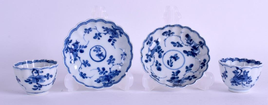 A PAIR OF 17TH CENTURY CHINESE BLUE AND WHITE PORCELAIN