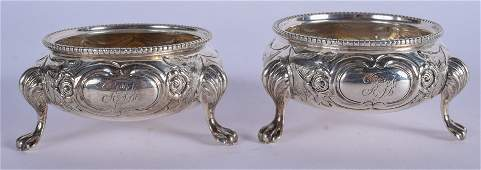 A PAIR OF VICTORIAN SILVER SALTS. 4.6 oz. 6.5 cm wide.