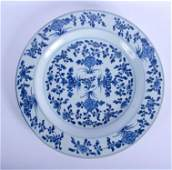 A LARGE 17TH CENTURY CHINESE BLUE AND WHITE CHARGER