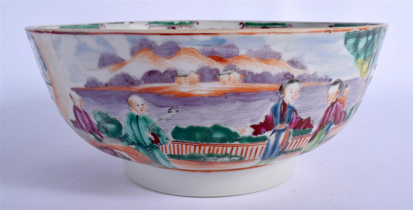 A LARGE 18TH CENTURY CHINESE EXPORT FAMILLE ROSE BOWL