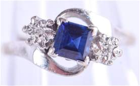 AN 18CT GOLD DIAMOND AND SAPPHIRE RING 34 grams JK