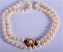 AN EDWARDIAN 9CT GOLD AND PEARL NECKLACE 44 cm long