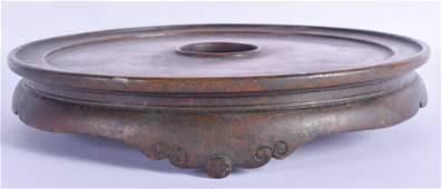 A GOOD LARGE 18TH CENTURY CHINESE BRONZE CENSER STAND