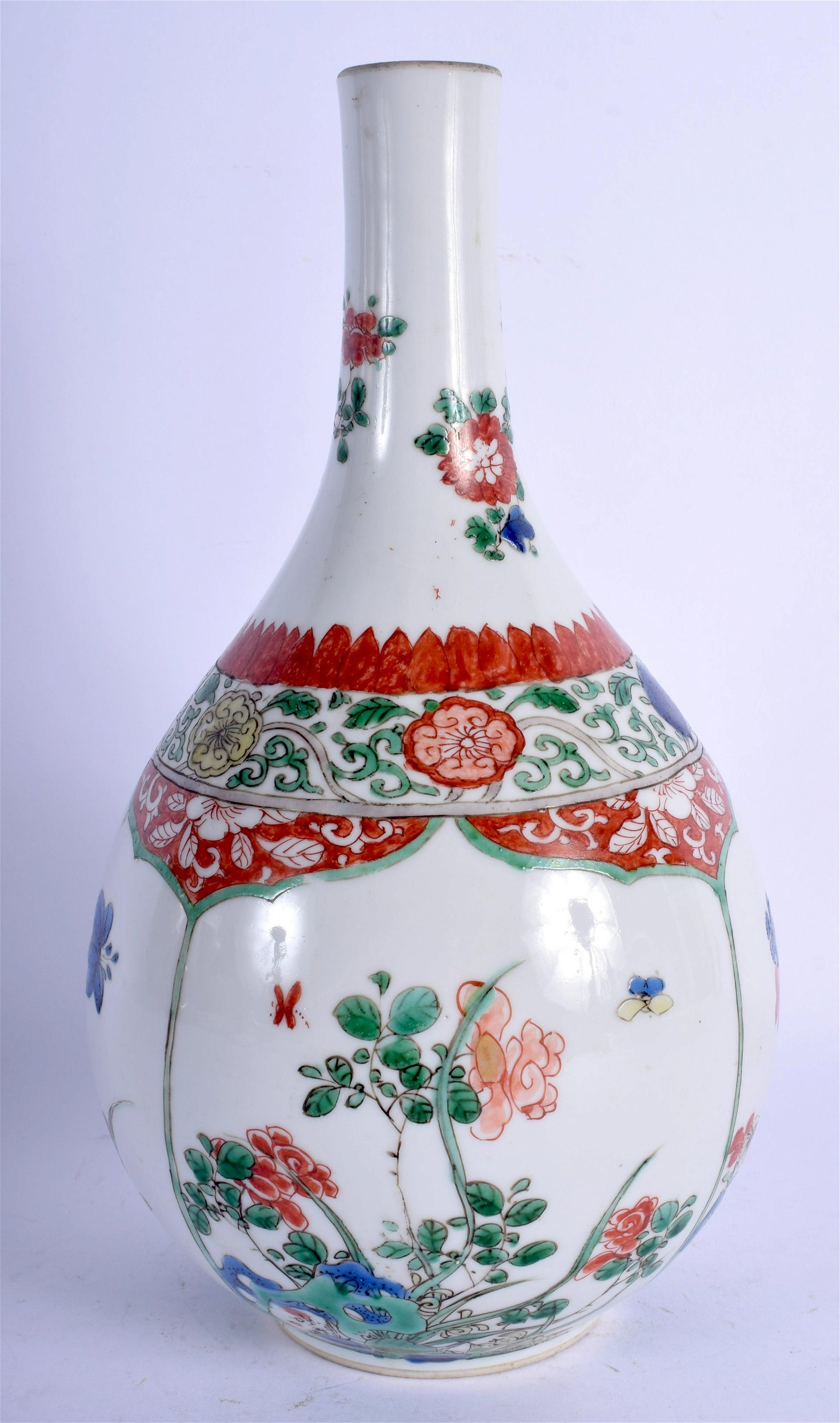 AN EARLY 18TH CENTURY CHINESE FAMILLE VERTE PORCELAIN