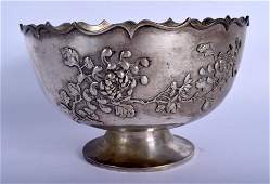 A LARGE 19TH CENTURY CHINESE EXPORT SILVER SCALLOPED