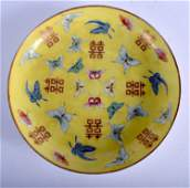 AN EARLY 20TH CENTURY CHINESE FAMILLE ROSE PORCELAIN