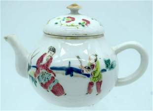 A SMALL 18TH CENTURY CHINESE EXPORT FAMILLE ROSE TEAPOT