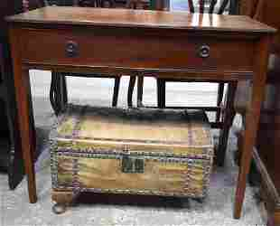 AN EDWARDIAN SINGLE DRAWER MAHOGANY SINGLE DRAWER TABLE