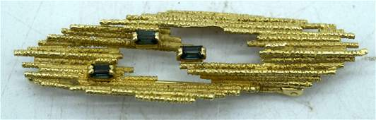 A 1970S 9CT GOLD BLUE STONE TEXTURED BARK BROOCH. 10