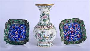 THREE EARLY 20TH CENTURY CHINESE CANTON ENAMEL ITEMS.