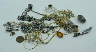 A small collection of costume jewellery (Qty).