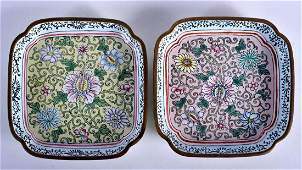 A FINE PAIR OF 19TH CENTURY CHINESE CANTON ENAMEL