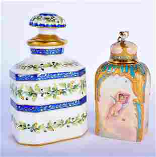 A 19TH CENTURY FRENCH PARIS PORCELAIN SCENT BOTTLE AND