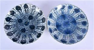 A PAIR OF LATE 17TH CENTURY CHINESE BLUE AND WHITE