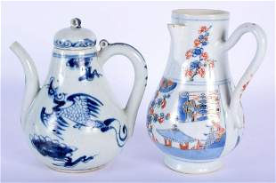 A 17TH/18TH CENTURY CHINESE IMARI PORCELAIN EWER