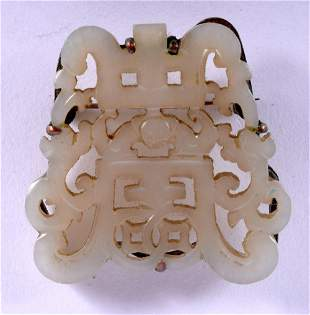AN EARLY 20TH CENTURY CHINESE SILVER MOUNTED JADE