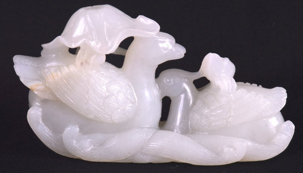 A GOOD CHINESE QING DYNASTY CARVED WHITE JADE 'DUCK AND