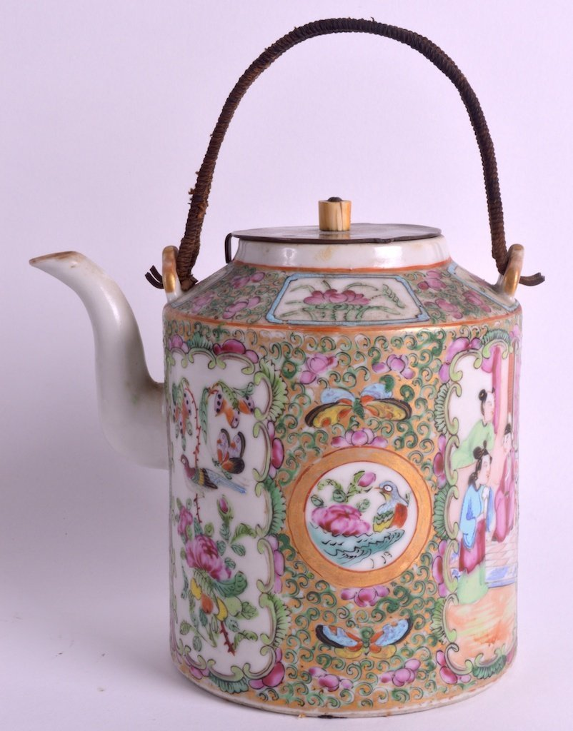 A 19TH CENTURY CHINESE CANTON FAMILLE ROSE TEAPOT AND