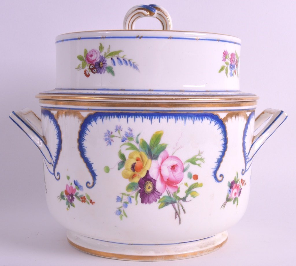 AN EARLY 19TH CENTURY SEVRES STYLE ICE PAIL AND COVER