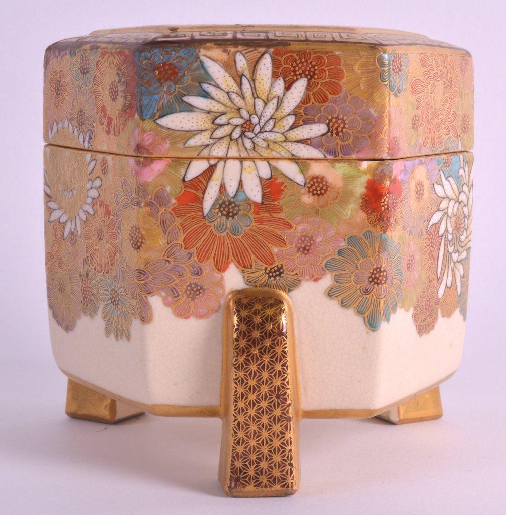 AN EARLY 20TH CENTURY JAPANESE MEIJI PERIOD SATSUMA BOX