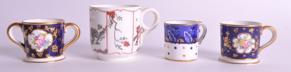 A MINIATURE EARLY 20TH CENTURY ROYAL CROWN DERBY LOVING