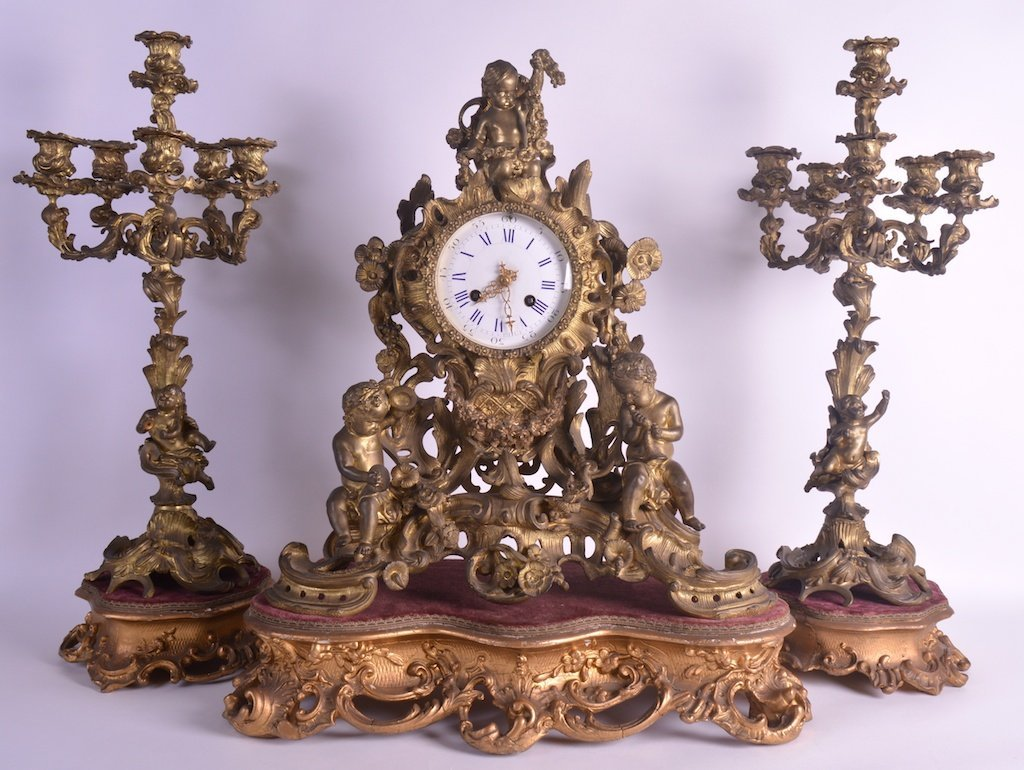 A LARGE 19TH CENTURY FRENCH ORMOLU ROCOCO STYLE CLOCK