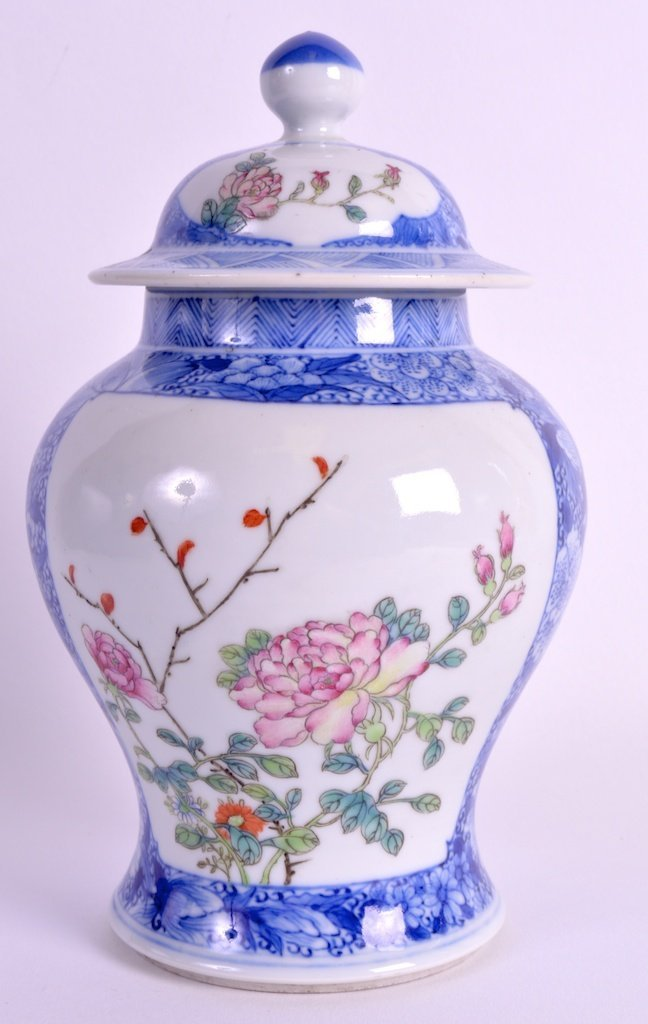A LATE 19TH CENTURY CHINESE FAMILLE ROSE BLUE AND WHITE