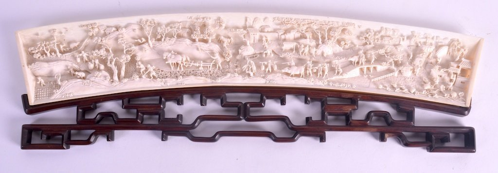 A FINE MID 19TH CENTURY CHINESE CARVED CANTON IVORY