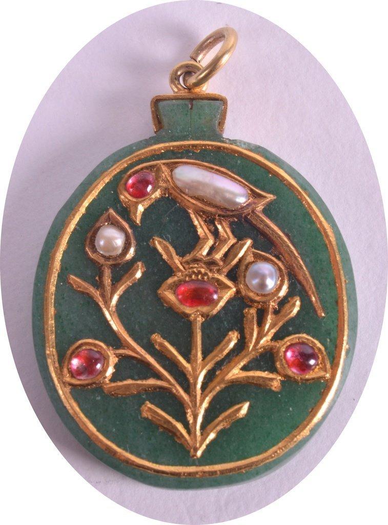 AN EARLY 19TH CENTURY MUGHAL GEM-SET GOLD MOUNTED JADE
