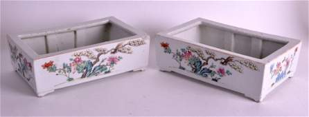 A GOOD PAIR OF 19TH CENTURY CHINESE FAMILLE ROSE