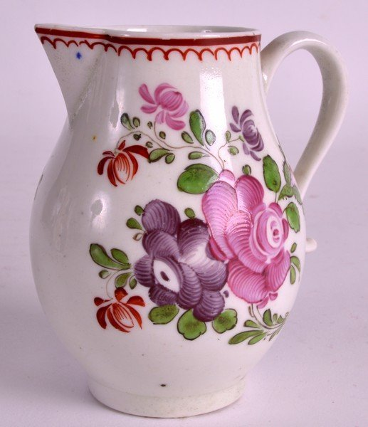 AN 18TH CENTURY LOWESTOFT SPARROWBEAK JUG painted with