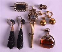 A MIXED GROUP OF VICTORIAN AND LATER GOLD AND OTHER
