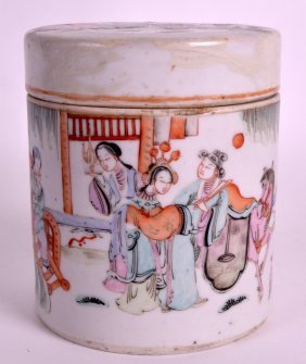 An Early 20th Century Chinese Famille Rose Tea Caddy &