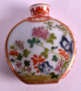 A 19th Century Chinese Famille Rose Porcelain Snuff