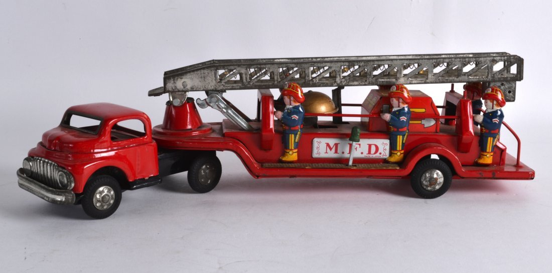 A VINTAGE JAPANESE TIN PLATE M F D FIRE ENGINE. 1Ft