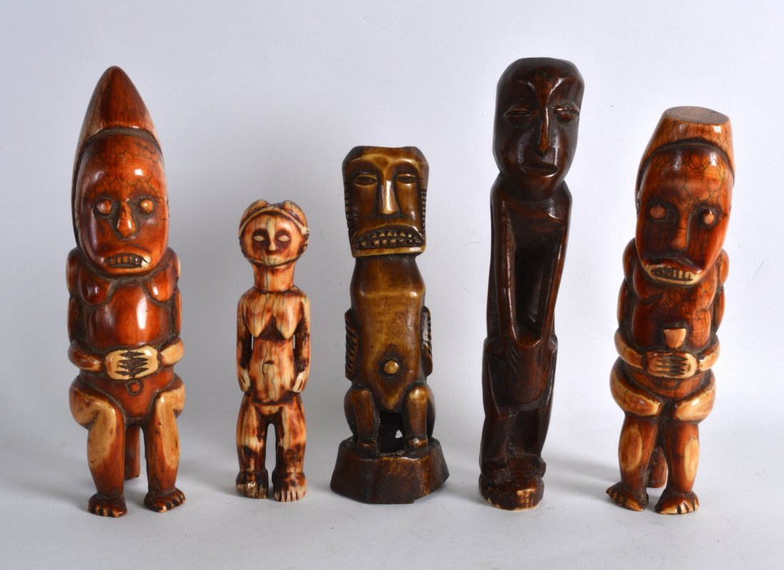 AN UNUSUAL EARLY 20TH CENTURY AFRICAN CARVED IVORY