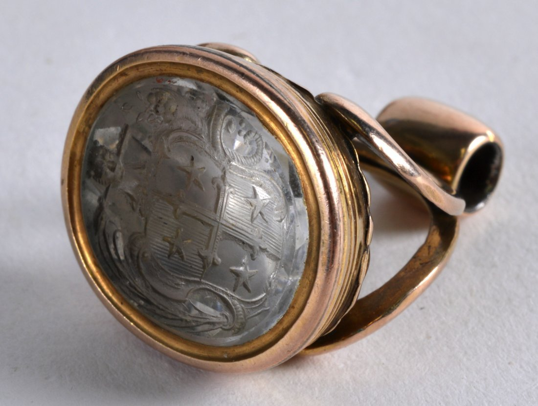 AN 18TH/19TH CENTURY HIGH CARAT YELLOW GOLD AND AGATE