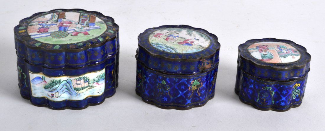 AN UNUSUAL 19TH CENTURY CANTON ENAMEL SET OF STACKING