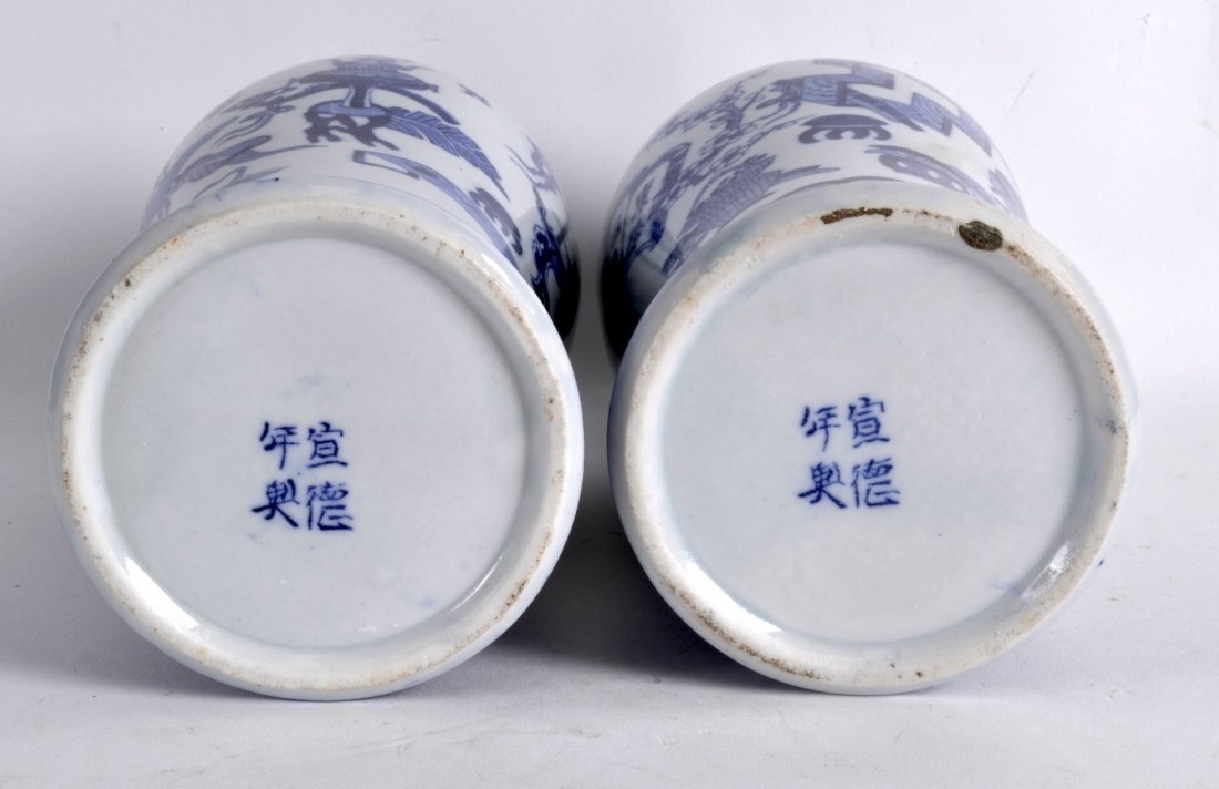 A PAIR OF EARLY 20TH CENTURY CHINESE BLUE AND WHITE - 2