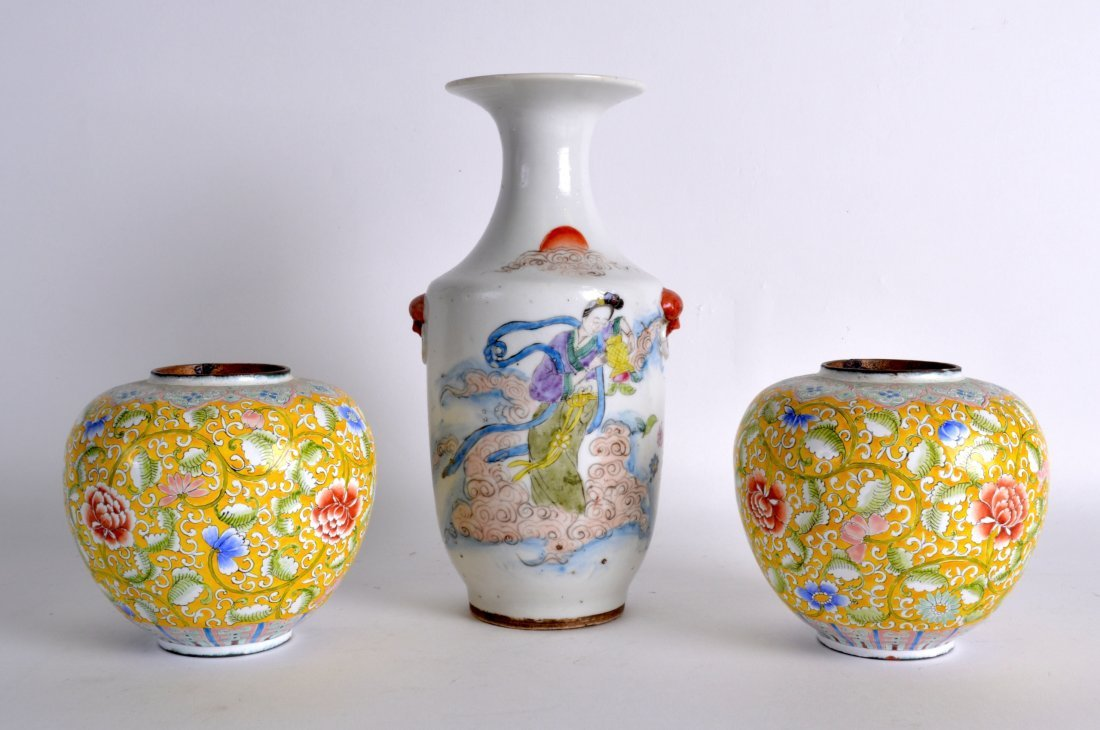 A CHINESE REPUBLICAN PERIOD FAMILLE ROSE VASE together