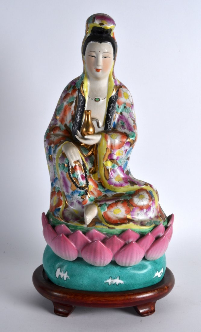 A CHINESE REPUBLICAN PERIOD FAMILLE ROSE PORCELAIN