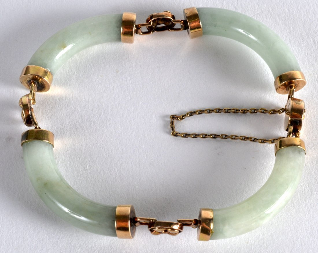 AN EARLY 20TH CENTURY CHINESE GOLD AND JADEITE LADIES